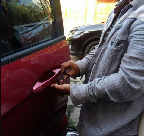 mở khóa xe ô tô